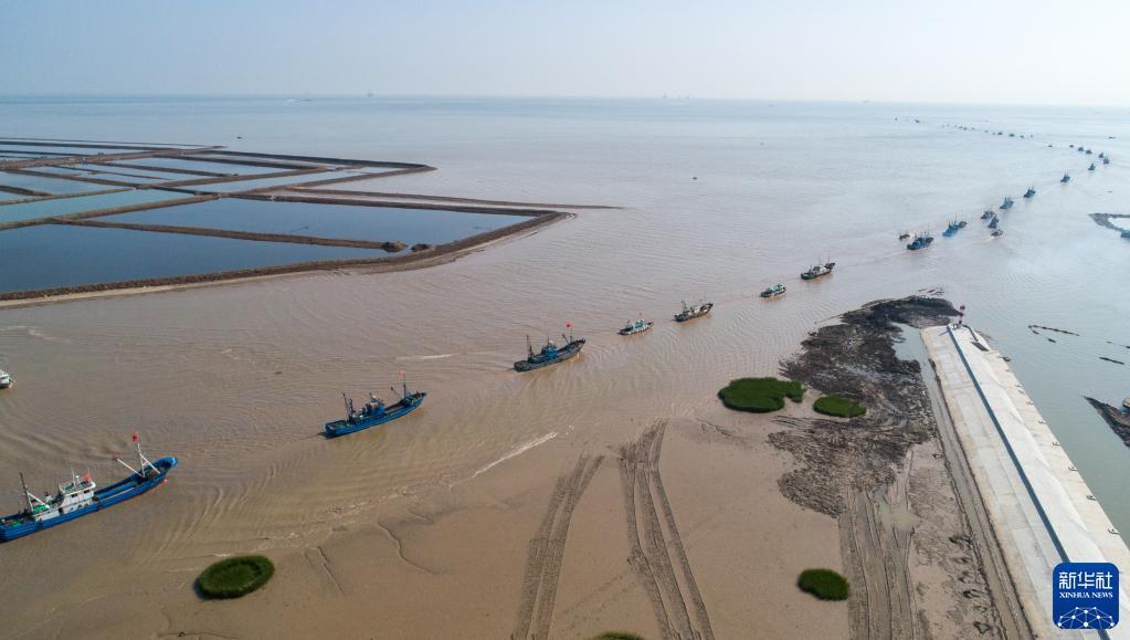 渤海伏季休漁期結束 漁船拔錨啟航