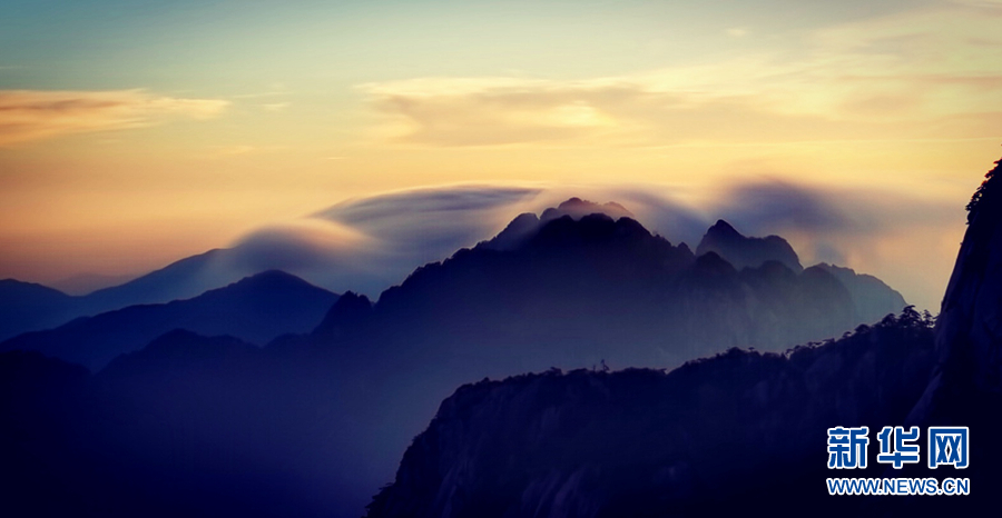 安徽黄山:朝暮相依 秋色温柔