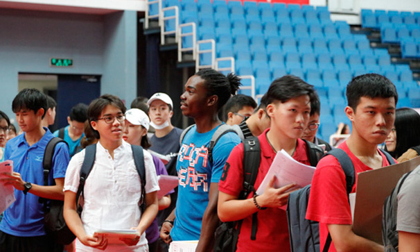 清華大學2018級國際本科新生到校報到