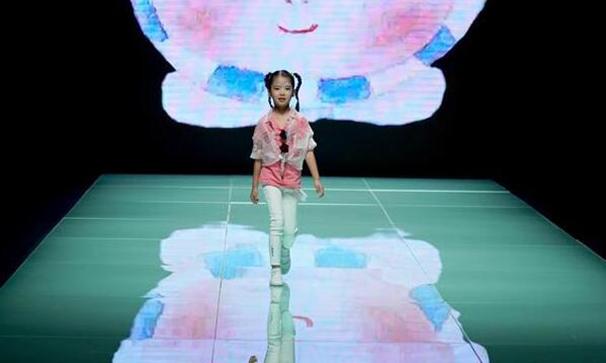北京時裝周上演留學英國學子時裝秀