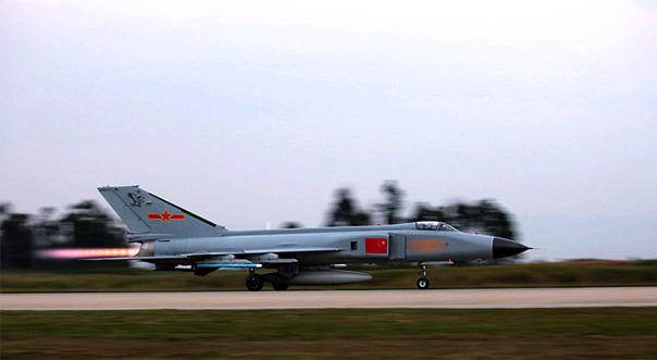 南部戰區空軍聯合作戰演練 戰機起飛似利刃出鞘
