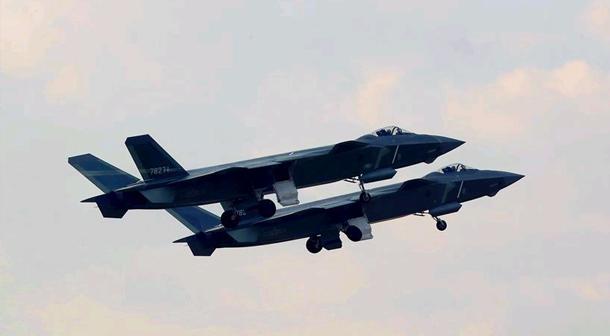 中國空軍殲-20等多型新機實戰實訓制勝空天