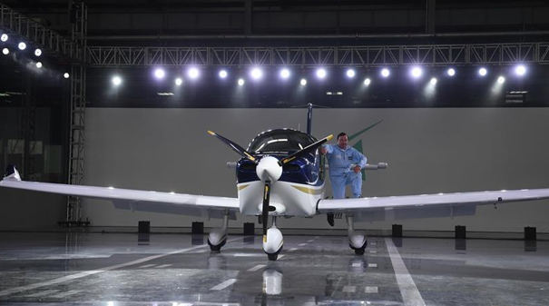 中國民企自主研制通用飛機GA20首次下線滑跑