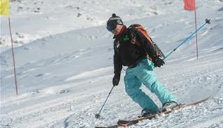 新疆千米落差滑雪場迎來首滑