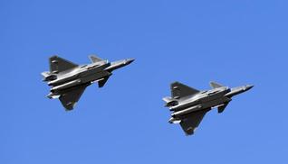 殲-20、運-20首次在東北地區進行飛行展示