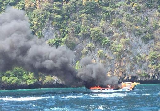 一艘快艇在泰國皮皮島海域爆炸致多名中國遊客受傷