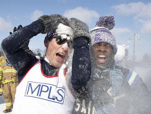 美國明尼蘇達州舉辦雪球大戰