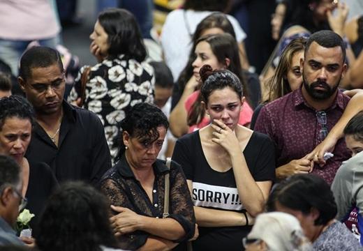 巴西聖保羅州:悼念校園槍擊案遇難者