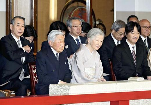 日本明仁天皇觀看紀念其登基30周年宮廷音樂表演