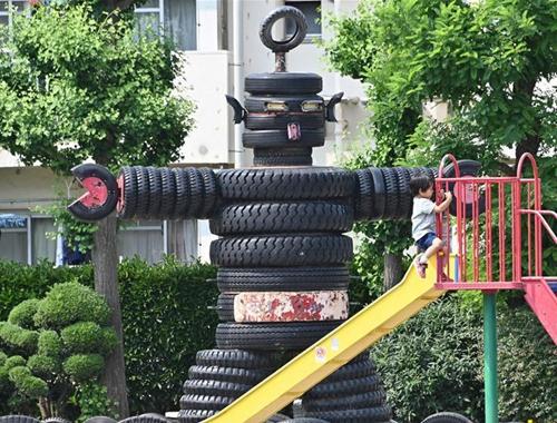"""探訪東京輪胎公園 8米高黑色""""哥斯拉""""引人注目"""