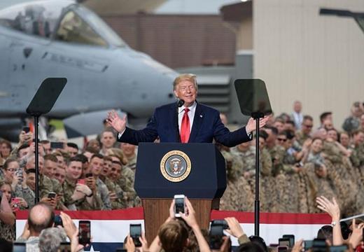 特朗普訪問韓國烏山空軍基地 慰問駐韓美軍