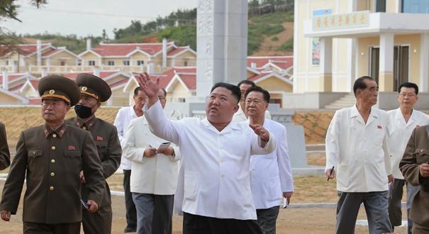 金正恩再度視察黃海北道災後重建工地