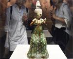 三彩釉陶梳粧女坐俑