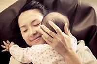章子怡曬與女兒玩耍照
