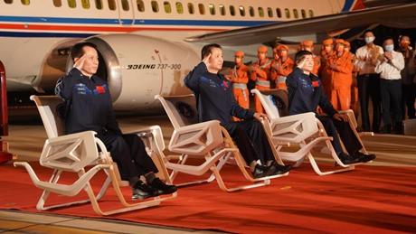 Shenzhou-12 astronauts arrive in Beijing