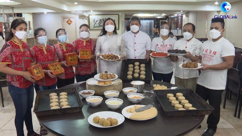 GLOBALink   Mooncake time: Enjoy Mid-Autumn Festival with mooncakes made worldwide