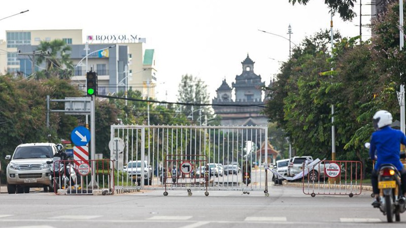 Feature: Lao people proactively follow COVID-19 lockdown measures
