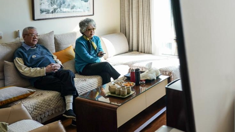 Pic story of Beijing coulple's two-city elderly life