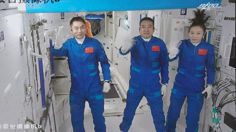 GLOBALink   Shenzhou-13 astronauts enter space station core module