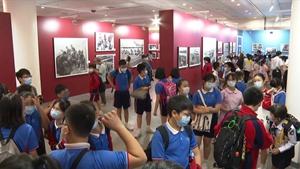 """""""China Album"""" exhibition draws and inspires Hong Kong students"""