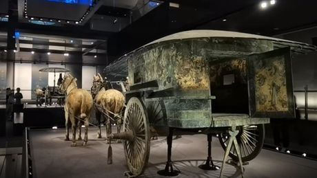 """""""Riding"""" on 2,000-year-old bronze chariots"""