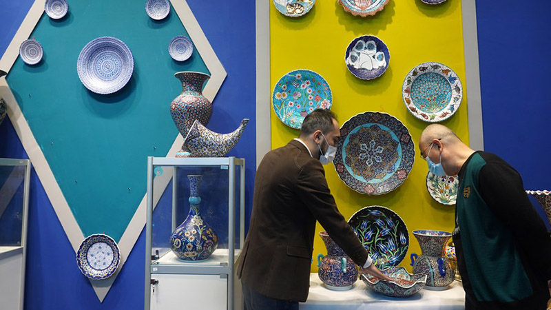 Foreign potters mould dreams in China's porcelain capital