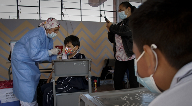Ecuador begins to vaccinate children aged 6-11 with Chinese vaccine