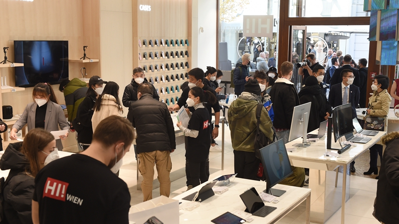 Huawei flagship store opens in Vienna