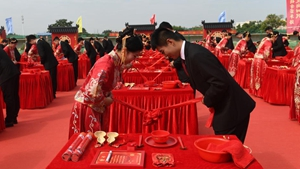 Group wedding held in Nanning, S China's Guangxi