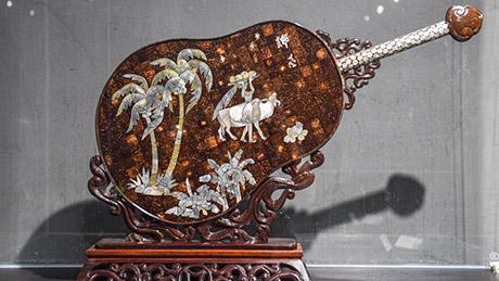 Pic story: representative inheritor of Hainan coconut carving