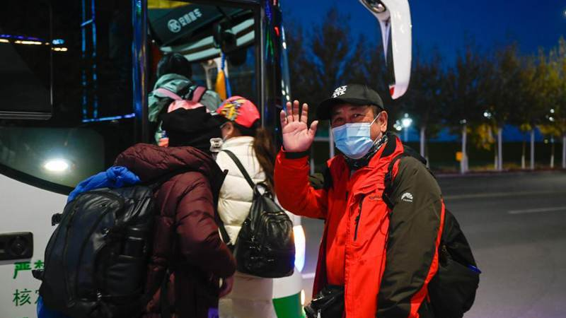 1st batch of stranded tourists leave N China's Ejina Banner