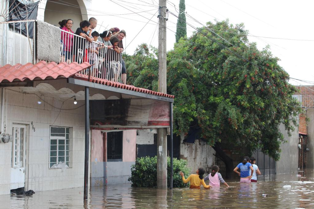 Several areas of Tlaquepaque flooded due to overflow of dams in Mexico