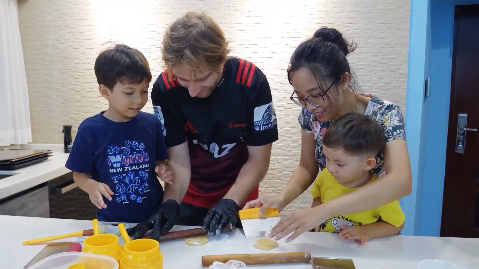 GLOBALink   How does a transnational family celebrate Mid-Autumn Festival in S. China?