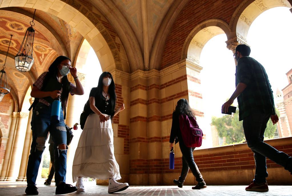 Students start new semester on UCLA's campus