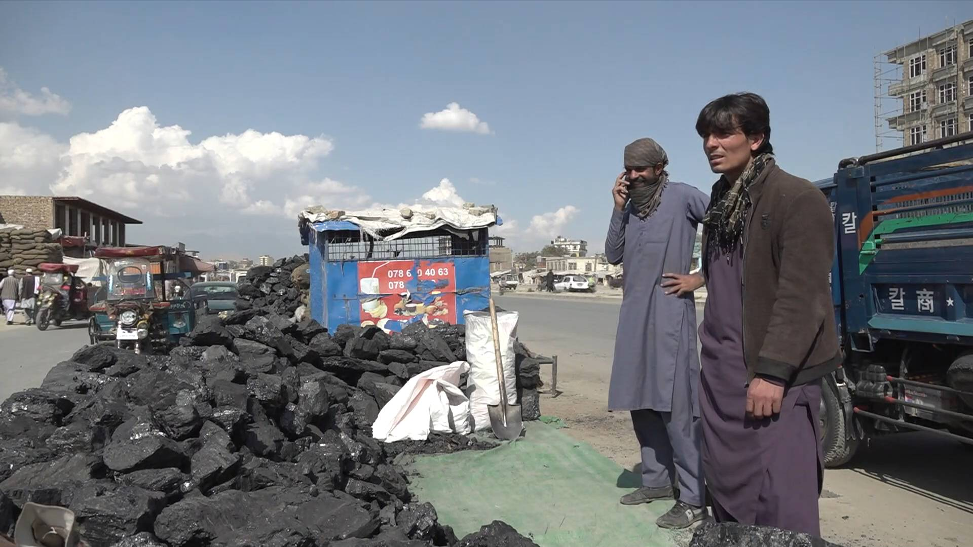 GLOBALink   Afghans struggle to stay warm in incoming winter amid price hike of daily necessities