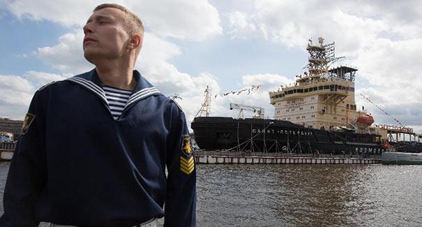 聖彼得堡舉辦破冰船節