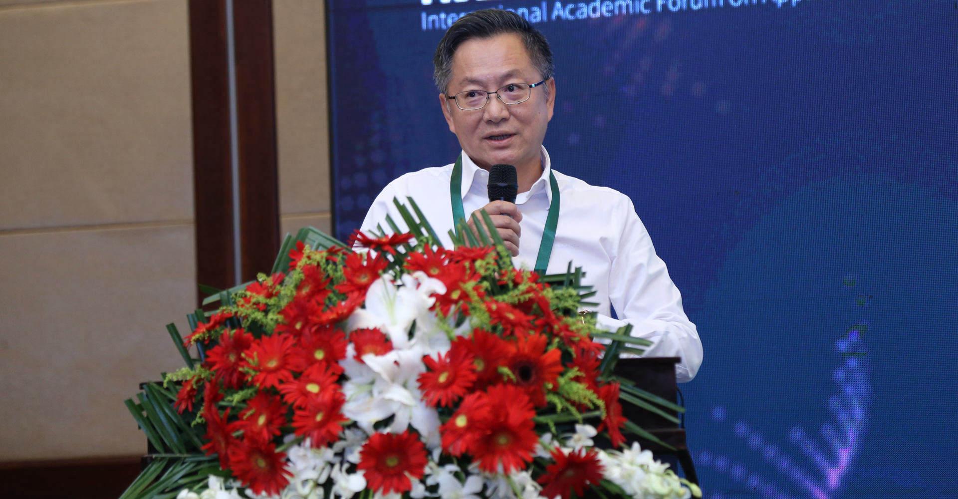 国际食品科学院院士、深圳大学高等研究院院长陈峰教授发表报告
