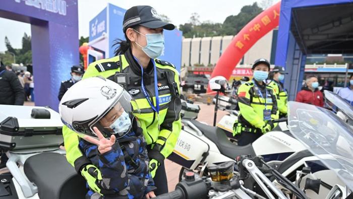 """福建福州:警民共慶""""警察節"""""""