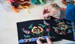 中國手工刺繡傳承創新大會在內蒙古舉行