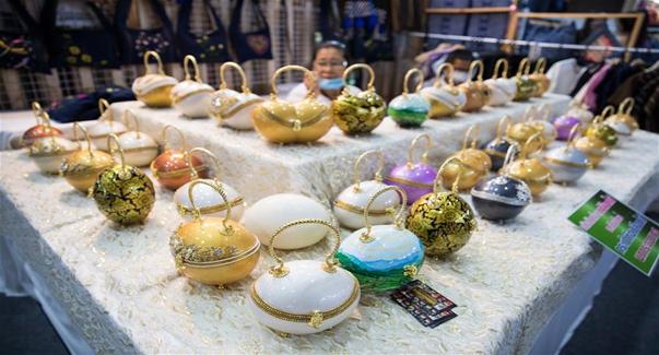 曼谷舉行傳統泰國手工藝品展銷會