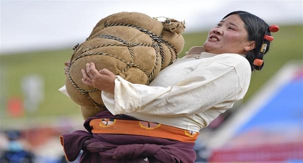 西藏那曲:賽馬藝術節上的比拼