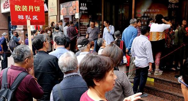 上海:中秋佳節臨近 散裝月餅受寵