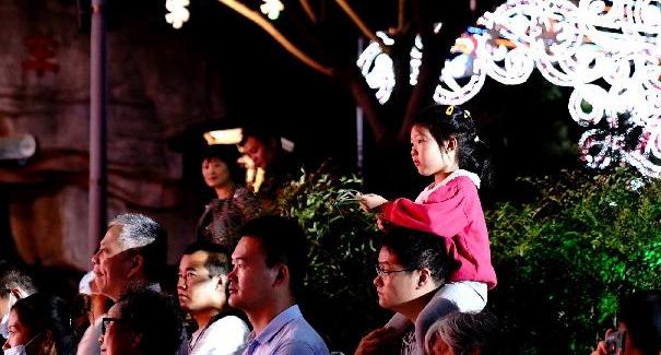 """上海:市民合唱節""""點亮""""夜生活"""