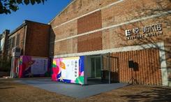 苗寨小學生畫展走進798藝術區