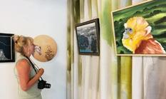 梁相斌油畫在梵高荷蘭故居展出被稱東方特色鮮明