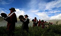 """西藏農民歡度""""望果節""""祈盼豐收"""