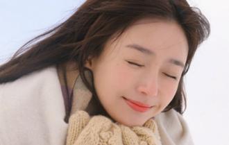 秦嵐優雅慵懶盡顯少女感