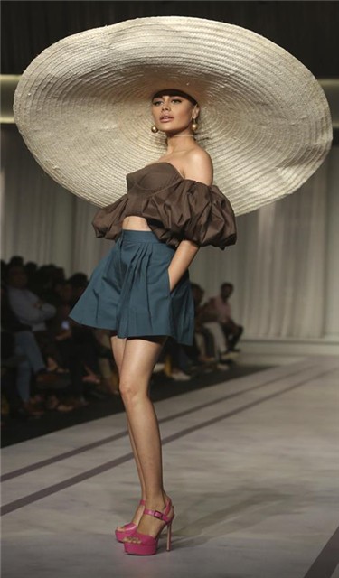 Zaheer Abbas品牌時裝秀