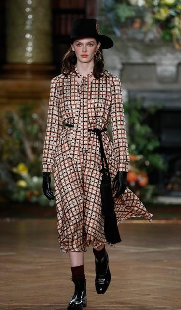 圖書館中感受英倫時尚——DAKS品牌亮相倫敦秋冬時裝周