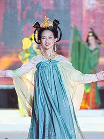 浙江杭州:夏夜裏的亞運服飾秀